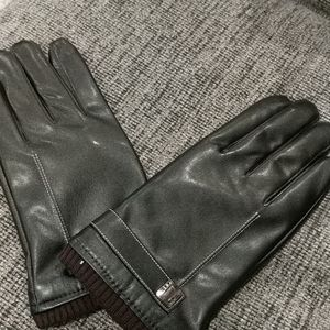 Accessories - NWT Ladies size large brown leather gloves